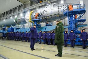 Příprava na start rakety Sojuz 2-1v s družicí Kosmos 2542
