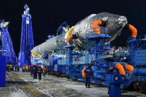 Vývoz rakety Sojuz 2-1v s družicí Kosmos 2542