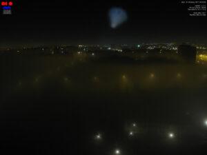 Zářivý oblak na noční obloze pozorovatelný východním směrem mezi 4:34 až cca 4:42 hod. SEČ. Oblak zachytily webové kamery ČHMÚ.