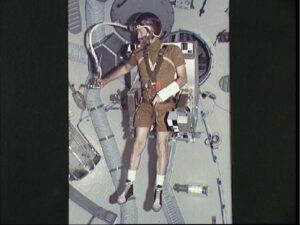 Carr testuje prototyp raketového křesla ASMU
