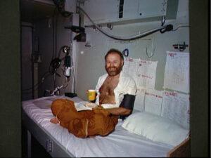Jerry na palubě USS New Orleans krátce po přistání