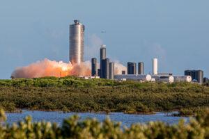Trevor Mahlmann vyfotil startující Starship SN5.