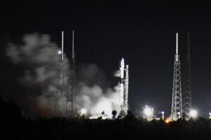 Statický zážeh Falconu 9 pro desátou ostrou várku družic Starlink.