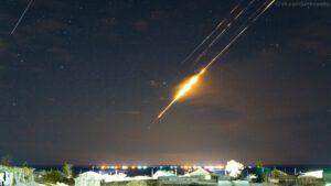 Zánik druhého stupně rakety Sojuz 2.1b asi 10 minut po startu. 21. března 2020 ve 22:16 Jekatěrinburského času, Irbitský okres, Sverdlovská oblast.