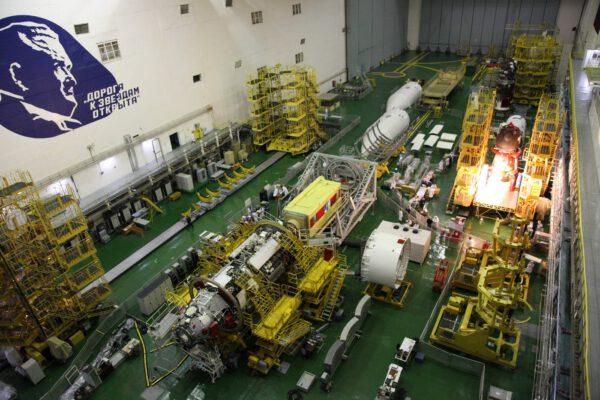 Nauka a Sojuz MS-17 na Bajkonuru