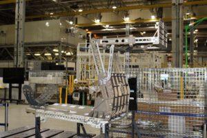 V budově MAF je dokončována montáž sedadla, které ponese při letu Artemis I hmotnostní simulátor. Sedadlo bude znovupoužito při pilotovaném letu Artemis II.