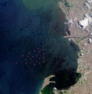 Detekce lodí na snímcích z oběžné dráhy pomocí umělé inteligence.