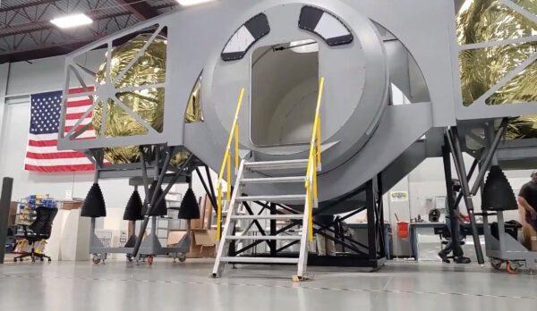 Plnorozměrová maketa lunárního landeru ALPACA.