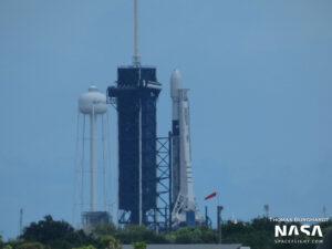 Falcon 9 určený k vynesení 12. ostré várky družic Starlink. Vidíte na prvním stupni worm-logo NASA? Tento stupeň letět právě na misi DM-2.