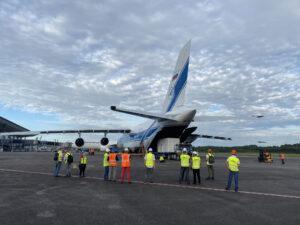 Transportní letoun s družicemi SEOSAT-Ingenio a Taranis přistál na letišti ve Francouzské Guyaně.