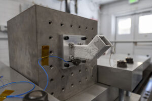 Motor a převodovka jsou při testech namontovány v jedné ze dvou horizontálních orientací. Když se k ochlazení hardwaru na zkušební teplotu – 173 °C použije kapalný dusík, vytvoří se na povrchu námraza.