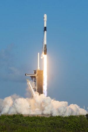 18. října - Flacon 9 s použitým prvním stupněm vynáší 13. várku ostrých družic Starlink.