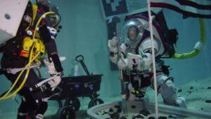 Testování nástrojů pro odběr vzorků lunárního regolitu
