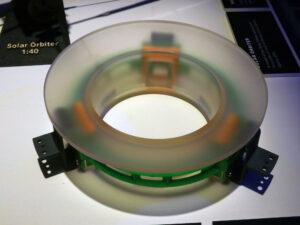 Odlehčené asférické zrcadlo přístroje METIS na sondě Solar orbier - navrženo a vyvinuto střediskem TOPTEC ÚFP AV ČR s minimální mikrodrsností.