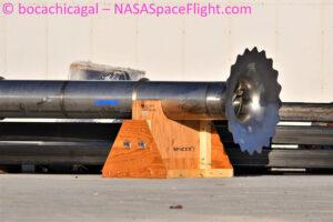 Metanový downcomer - první pozorovaný díl, který s jistotou patří k Starship SN14.