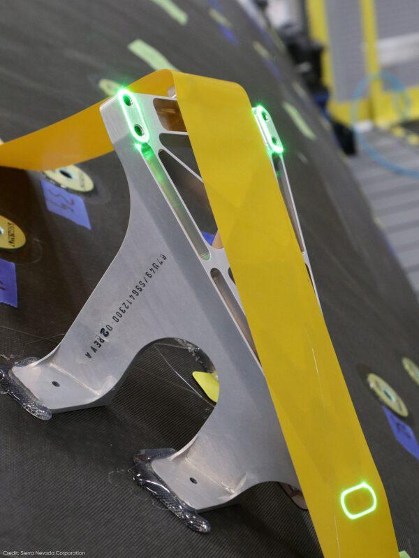 Sledovače hvězd byly prvním funkčním hardwarem instalovaným na Dream Chaser