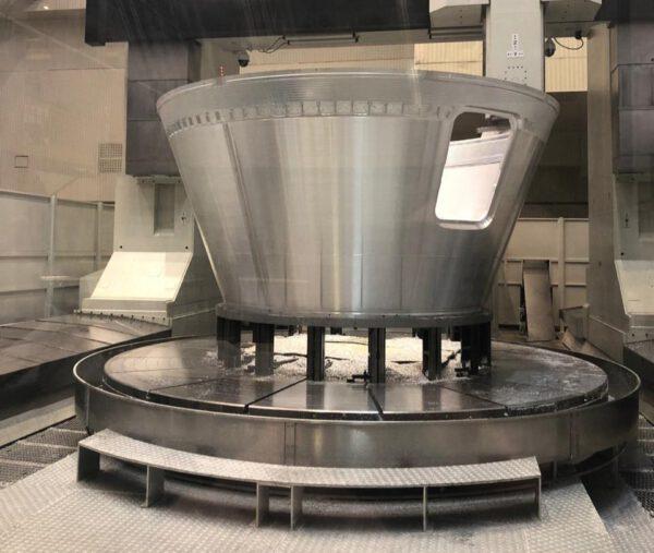 Loď Orel je momentálně ve fázi výroby neletové statické makety určené pro pozemní testy. RKK Energija plánuje sestavit maketu do konce letošního roku a zahájit pozemní testy. Na fotografii je maketa modulu pro posádku.