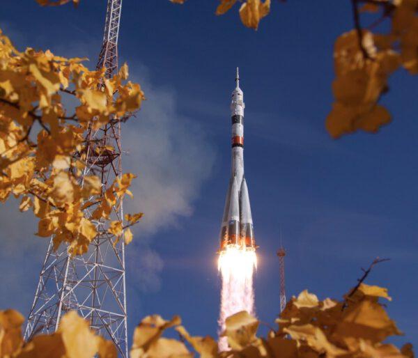 Sojuz vynáší pilotovanou loď Sojuz MS-17