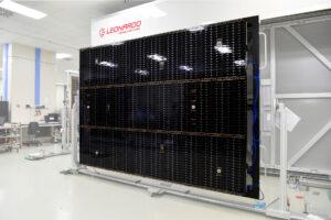 Letový exemplář segmentu fotovoltaického panelu sondy JUICE.