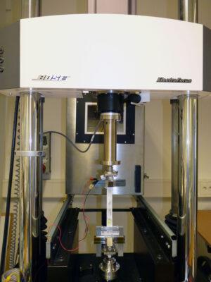 Mechanické testy materiálů pro použití na Měsíci.
