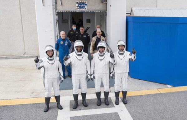 Posádka během nácviku na start