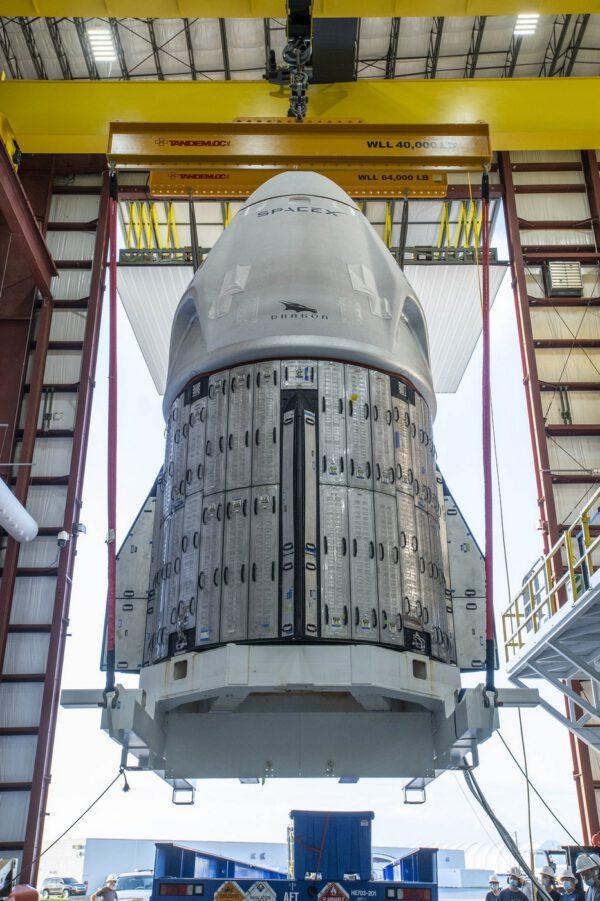 Crew Dragon připravovaný k misi Crew-1