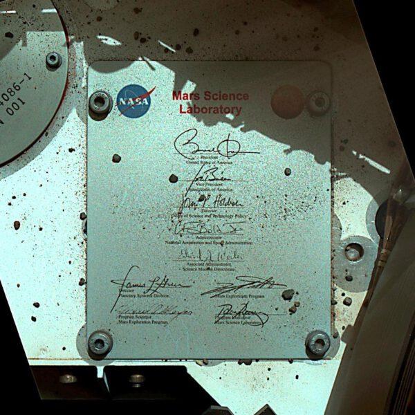 Dva prezidenti na jedné plaketě na Marsu