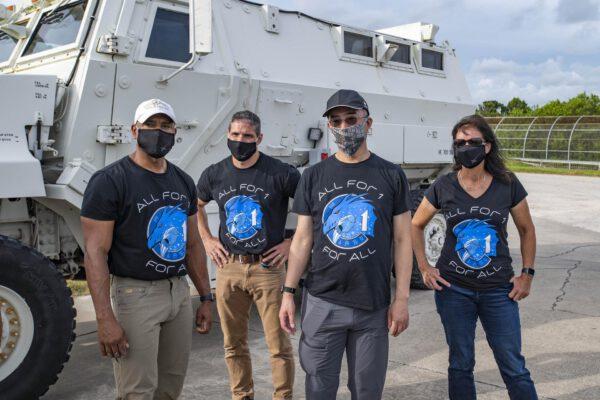 Posádka mise Crew-1 během nácviku na Floridě. Zleva Glover - Hopkins - Noguči - Walker