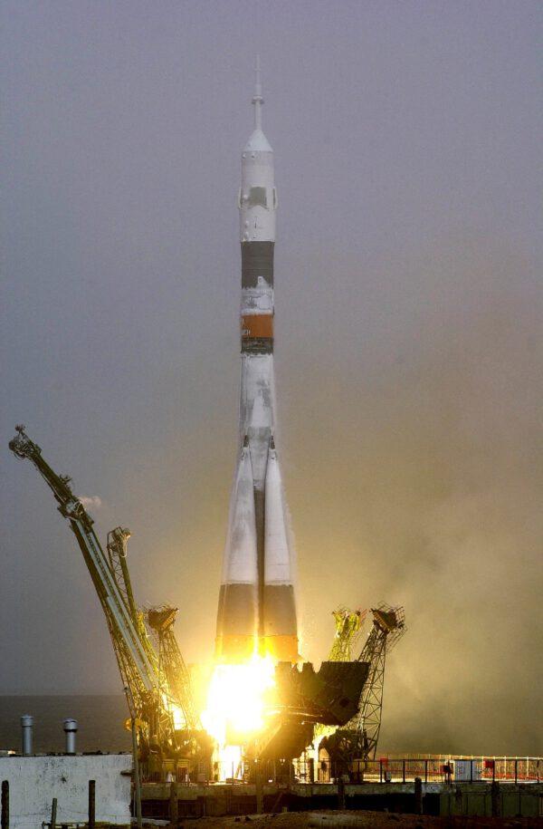 Start prví operační dlouhodobé mise k ISS