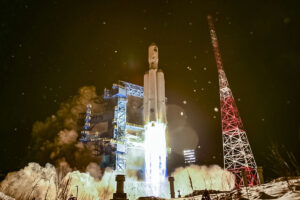 Start rakety Angara A5 z kosmodromu Pleseck 14. prosince 2020.