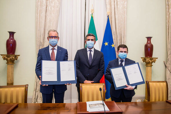 Podpis kontraktu na ROSE-L.