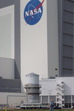 Přesun horního stupně ICPS do haly VAB, 16. prosince