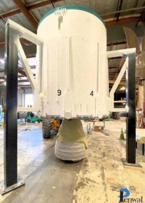 Motorová sekce rakety Delta II určené k vystavení.
