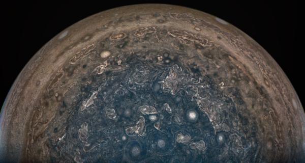 Cyklony na Jupiteru