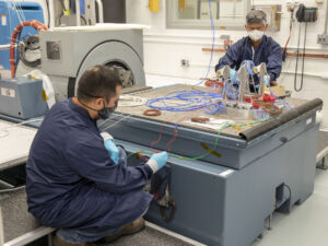 Příprava kamer SCALPSS a jejich datového úložiště na vibrační zkoušky.