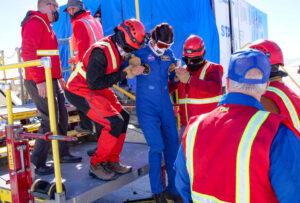 Nácvik vynesení zraněného člena posádky ze Starlineru