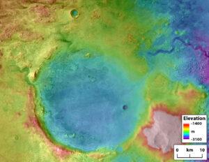 Geomorfologická mapa kráteru Jezero, na které jsou krásně patrné všechny tvary vzniklé působením tekoucí vody. Na západě vidíme hlavní deltu, kterou bude studovat mise Perseverance. Na severu vidíme druhý deltový systém, který prořízl kaňon řeky. Oba říční systémy (řeky Neretva a Sava), které delty vytvořily, meandrují vseverozápadním rohu snímku. Kráter byl odvodňován řekou Pliva, jejíž údolí je patrné na severovýchodním okraji kráteru. Povšimněte si, že údolí je výškově na úrovni dna kráteru. Za to může postupná eroze okraje kráteru řekou, takže jezeru postupně klesala hladina. Díky tomu mohla řeka tvořící severní deltu vytvořit údolí vedoucí skrz ní.