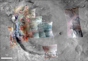 Do tohoto zobrazení kráteru byly přidány nepravé barvy na základě spektrální analýzy dat přístroje CRISM a CTX. Zelená barva odpovídá vápenatým karbonátům, červená pak spektru olivínu nebo železitých karbonátů (ty jsou v tomto kontextu mnohem pravděpodobnější). Všimněte si rozsáhlé zelené plochy v místě mělké části na okraji jezerní plochy na severozápadě. Zde můžeme čekat mělkovodní karbonáty a v podmínkách vznikajícího života by právě zde mohly existovat stromatolity, doslova svatý grál marsovské geologie.
