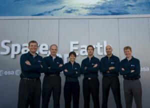 Zleva Andreas Mogensen - Alexander Gerst - Samantha Cristoforetti - Thomas Pesquet - Luca Parmitano - Tim Peake - nejnovější evropští astronauti byli vybráni v roce 2009. Později byl ještě dodatečně vybrán Matthias Maurer.