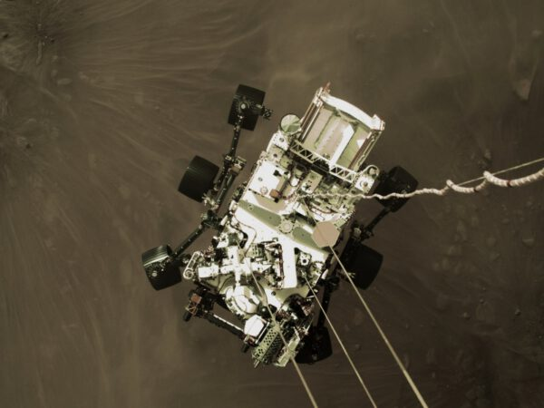 Perseverance přistává na Marsu