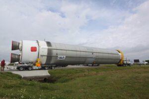 Testovací první stupeň raket Vulcan dorazil 13. února na floridský kosmodrom.