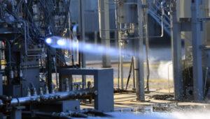 Zkušební zážeh hlavního motoru landeru společnosti Dynetics na stanovišti 115 v MSFC