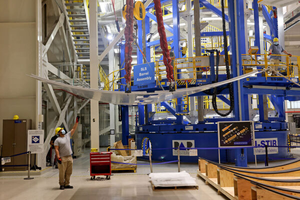 Výroba testovacích panelů horního stupně EUS pro raketu SLS.