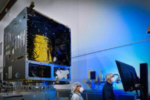 Listopad 2020 - šasi Solar Electric Propulsion vzniká v areálu firmy Maxar Technologies v kalifornském městě Palo Alto.