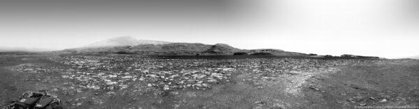Curiosity, sol 2970, panorama z NavCam, sestavil Thomas Appéré, zdroj: live.staticflickr.com
