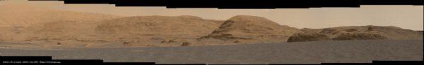 Curiosity, sol 2991, panorama nedalekých kopců a údolí, sestavil Robert Charbonneau, zdroj: www.unmannedspaceflight.com