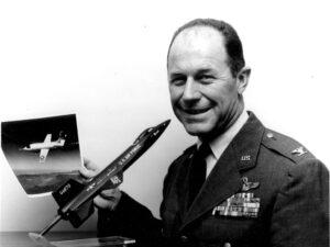 Velitel ARPS Chuck Yeager