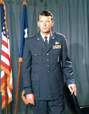 Šéf programu MOL, generál Bernard Schriever