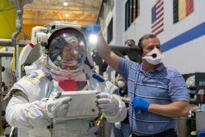 Příprava Thomase Pesqueta na misi Crew-2