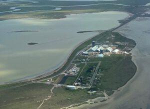 Malá texaská vesnice u nejjižnějšího cípu americko-mexické hranice. Firma SpaceX v okolí vybudovala základnu pro zkoušky systému Super Heavy Starship.